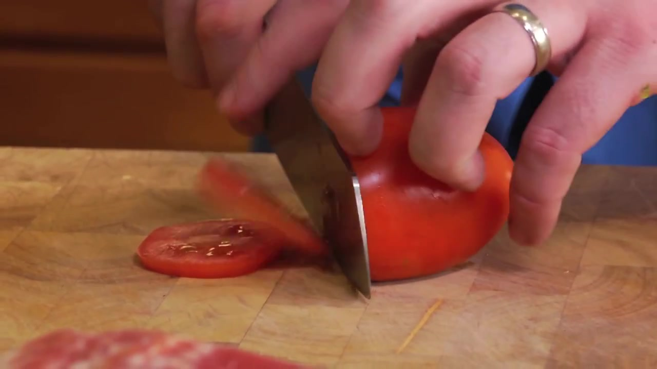 How to Make a Peppered Grilled Hamburger With Special Sauce