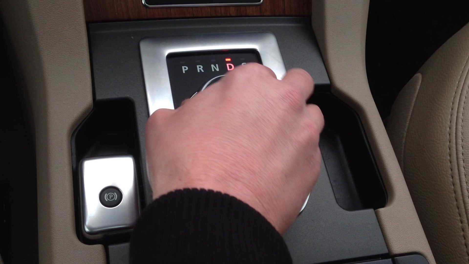 2015 Land Rover LR4 Shift Knob | Autoblog Short Cuts