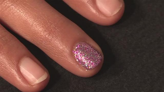 How to Get Nails That Glitter