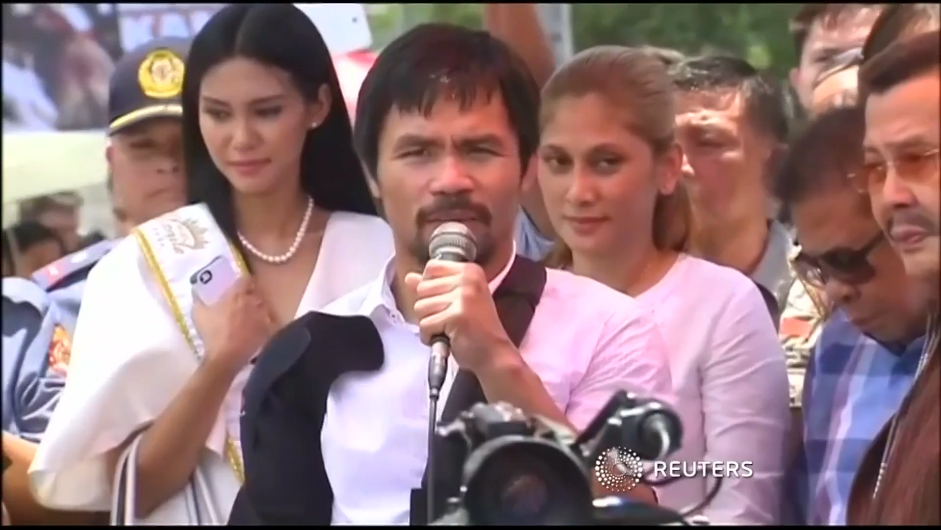 Manny Pacquiao Returns Home to Hero's Welcome