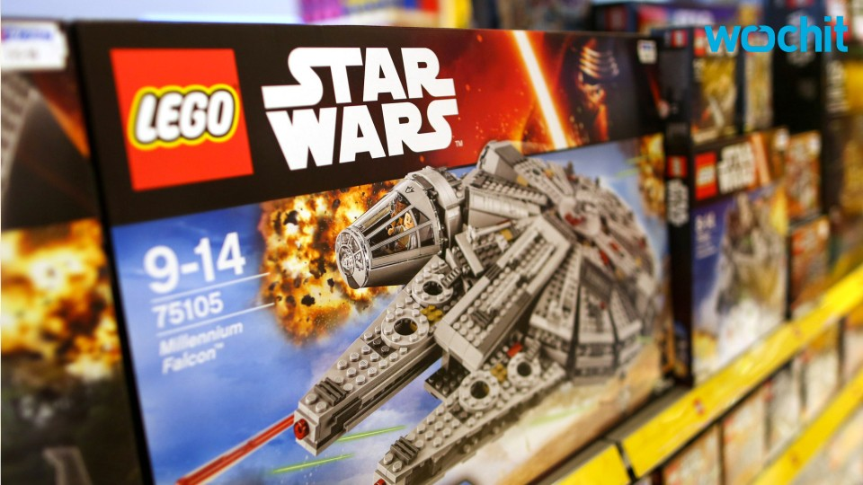 Lego Enthusiast Builds the Millennium Falcon From 'Star Wars'