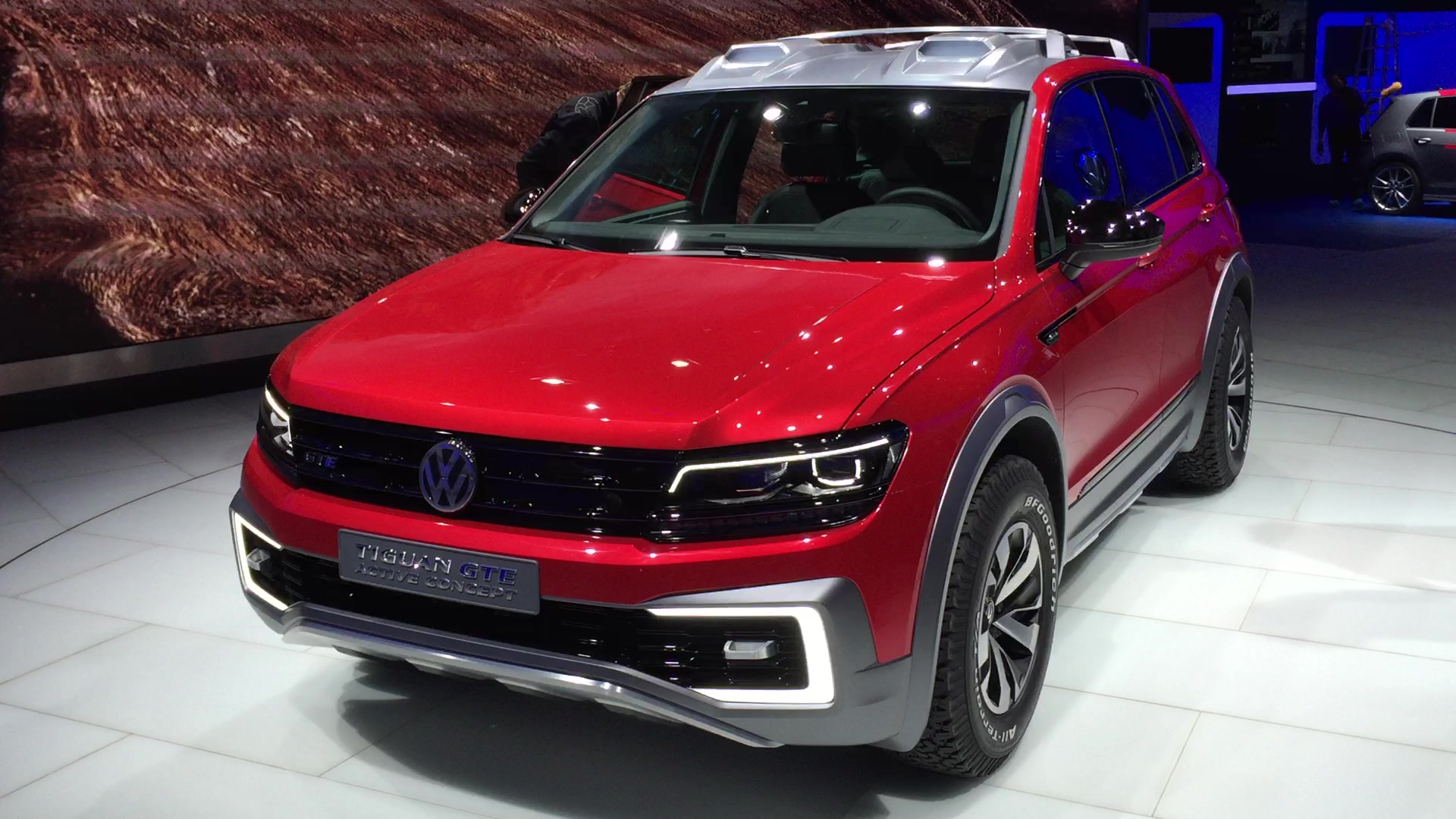 volkswagen three row suv spied in mountains autoblog. Black Bedroom Furniture Sets. Home Design Ideas