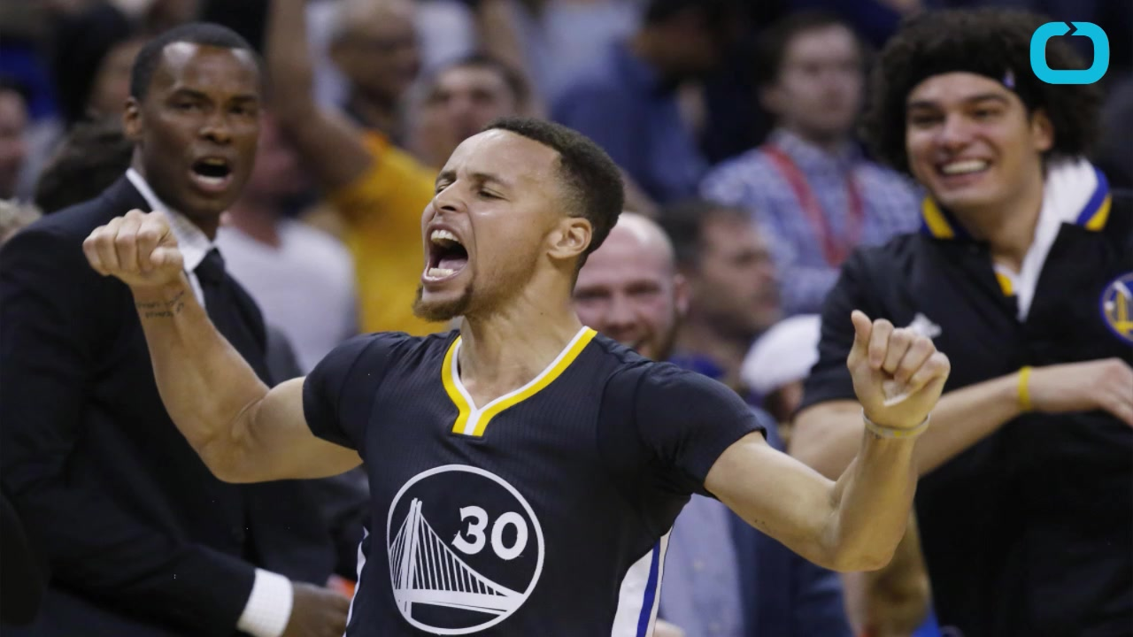 Stephen Curry Breaks Record, Wins Game With Ludicrous Shot