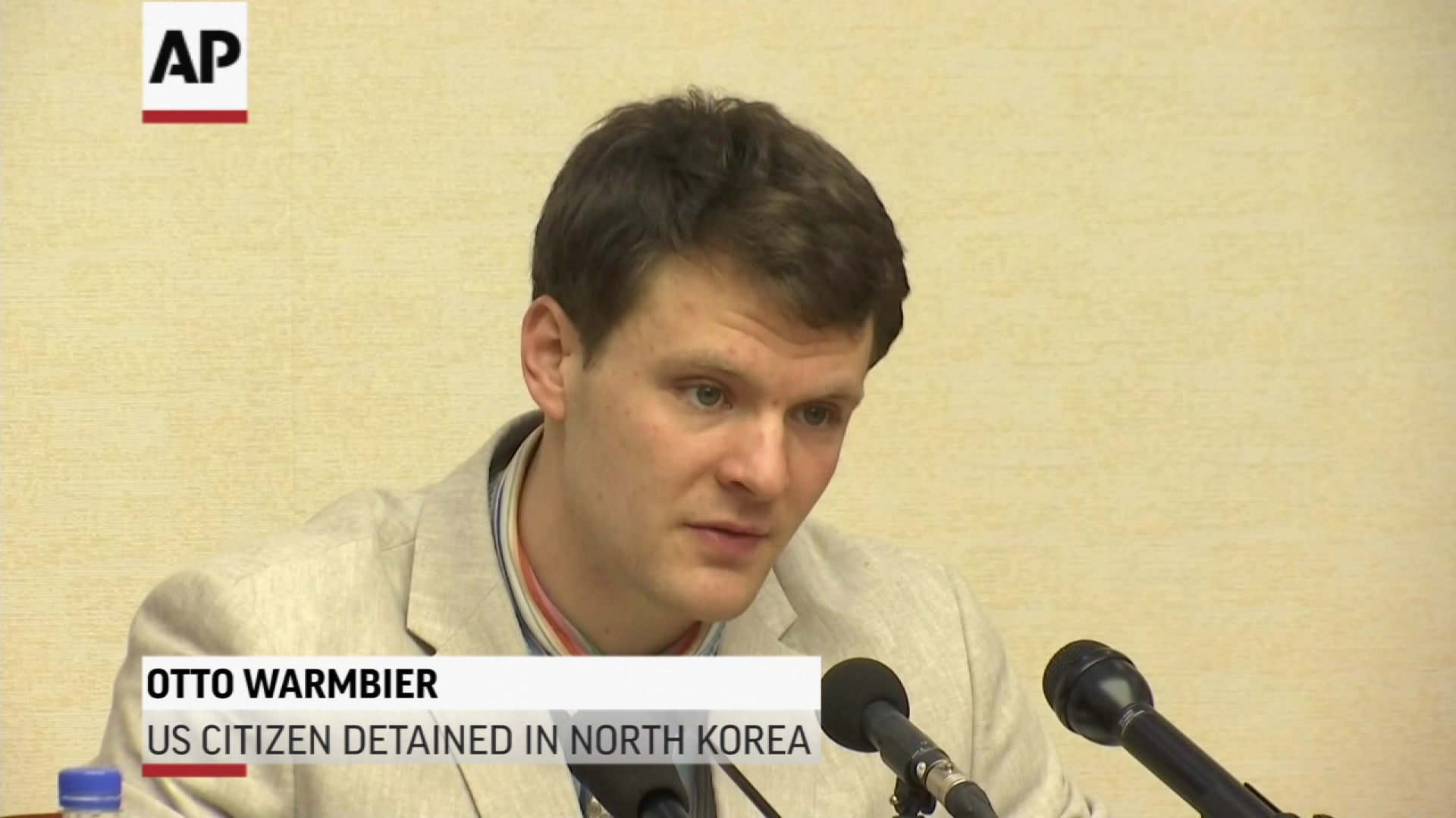U.S. Student Held in North Korea Apologizes