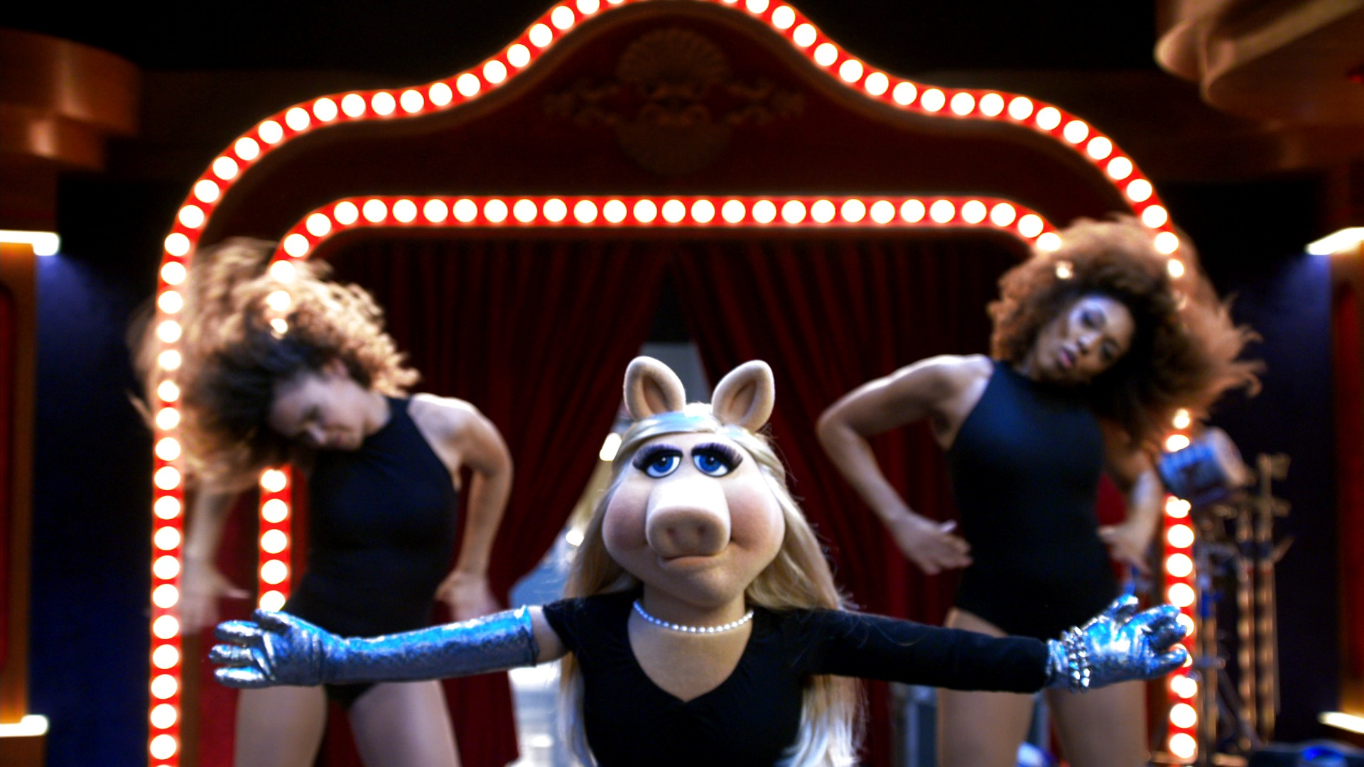 "'The Muppets': Miss Piggy Performs ""Single Ladies"""