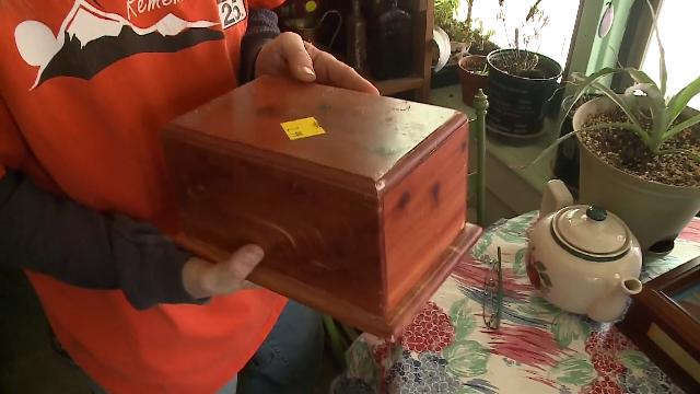 Woman Accidentally Buys an Urn Full of Ashes from the Salvation Army
