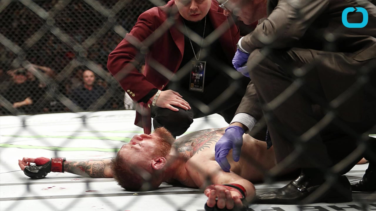 Conor McGregor Loses to Nate Diaz at the UFC 196