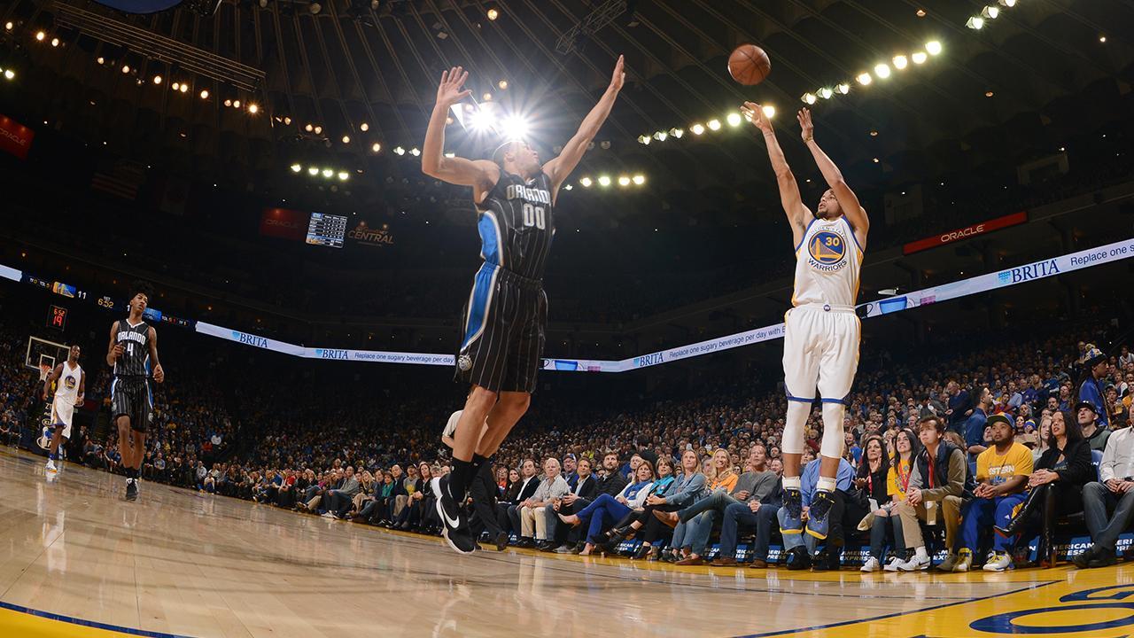 Warriors Break Record for Consecutive Regular-Season Home Wins