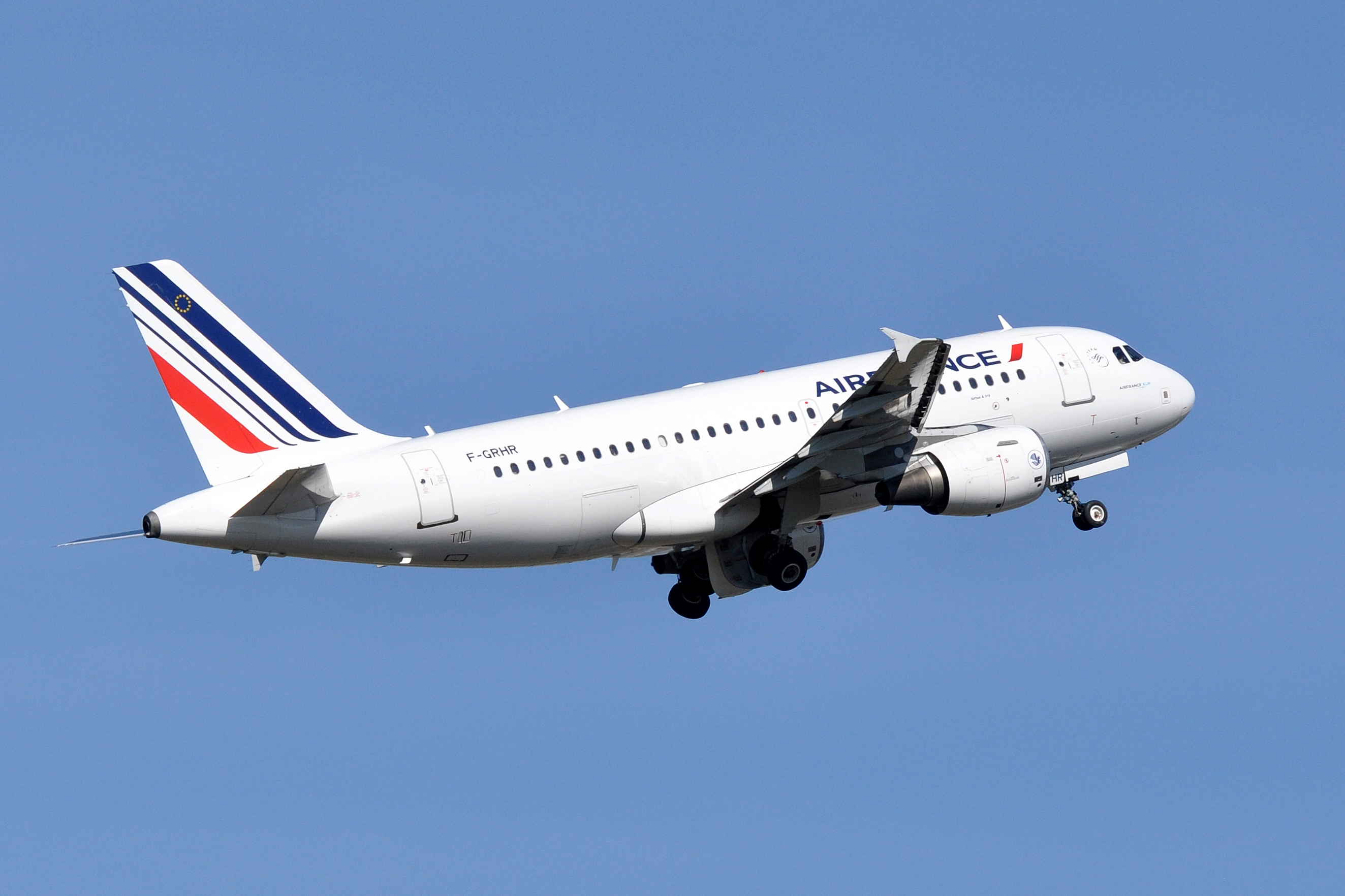 Child Is Found Inside a Carry-On Bag During an Air France Flight