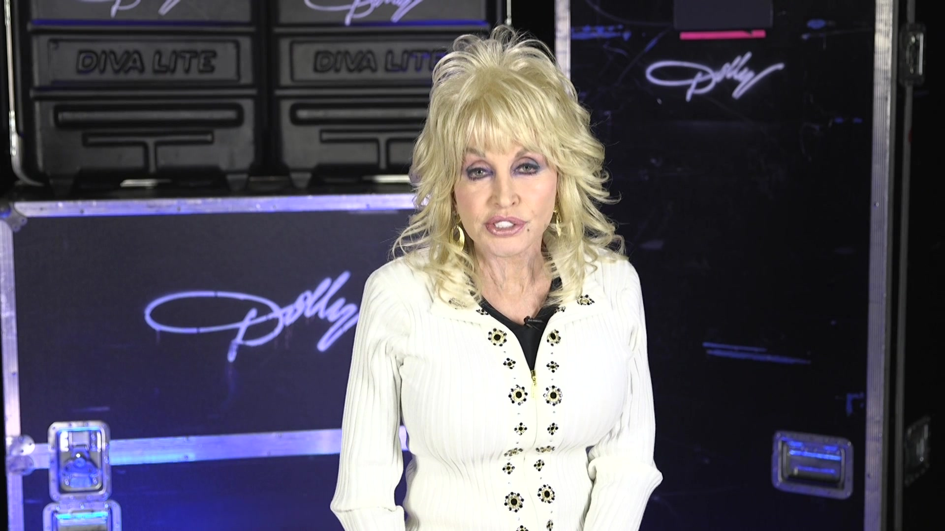 Dolly Parton dishes on new tour, costumes and music