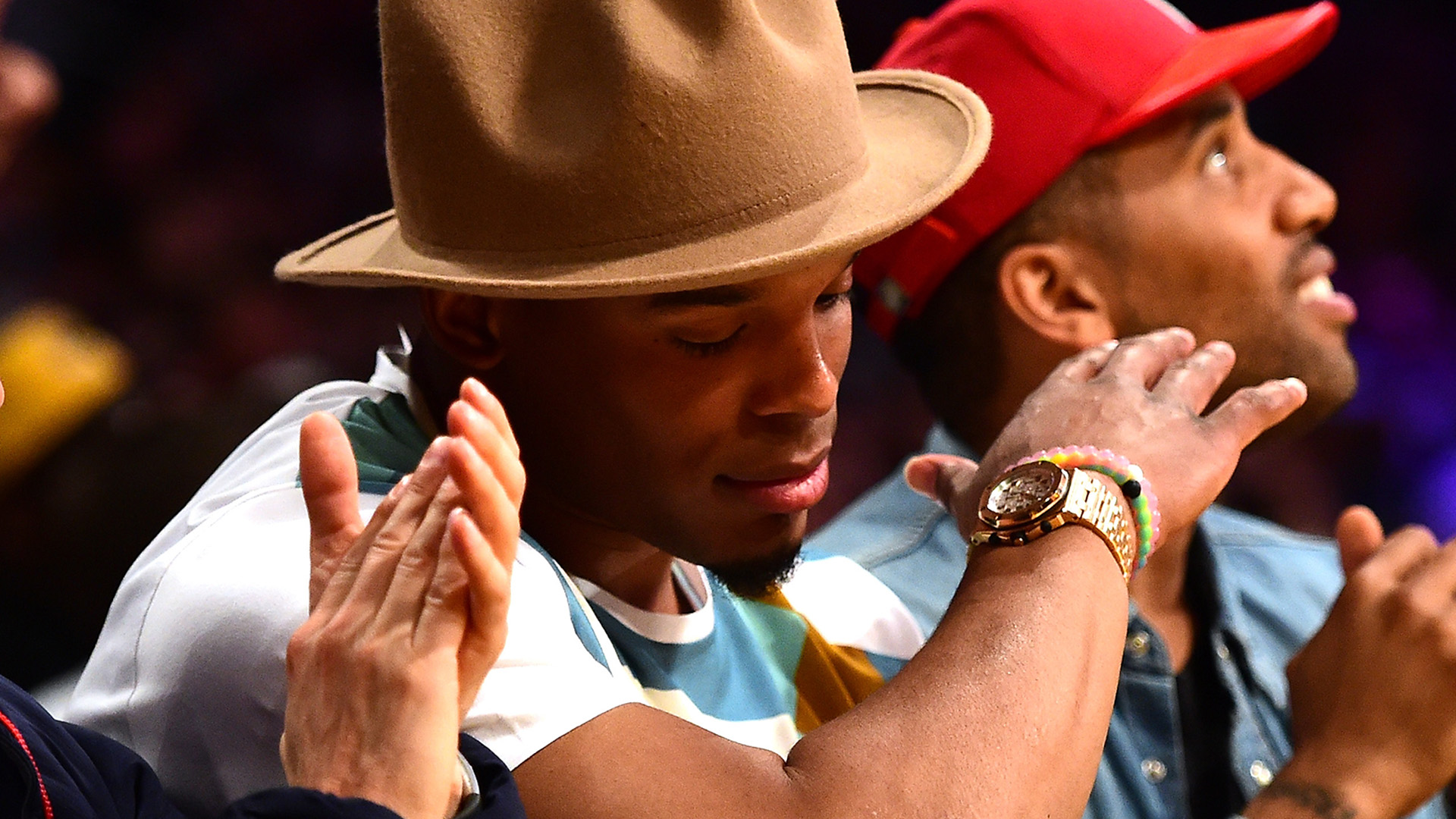 Cam Newton Dabbing at Lakers Game in Ridiculously Giant Hat