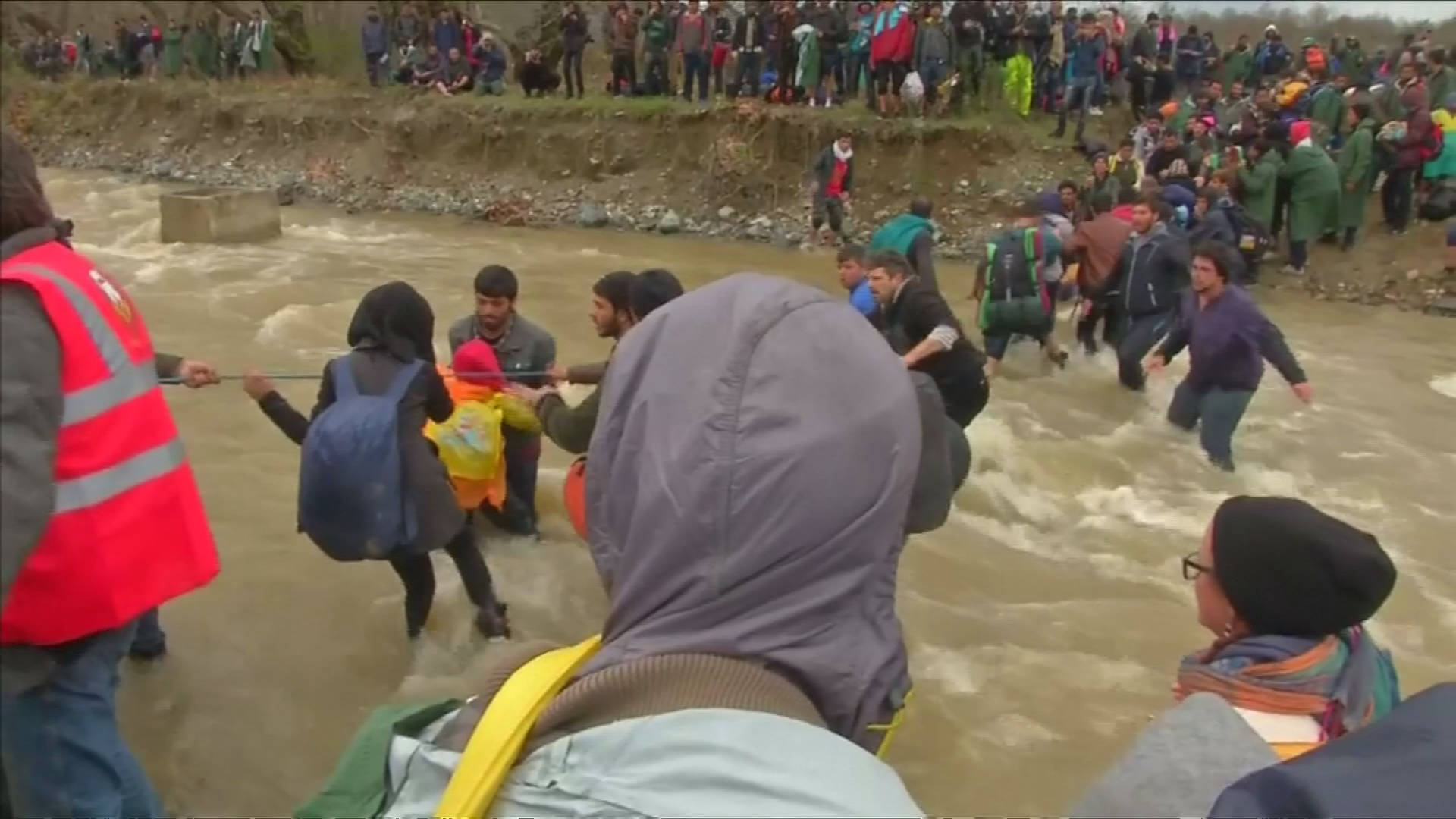 Migrants Form Human Chain Across River to Get to Macedonia