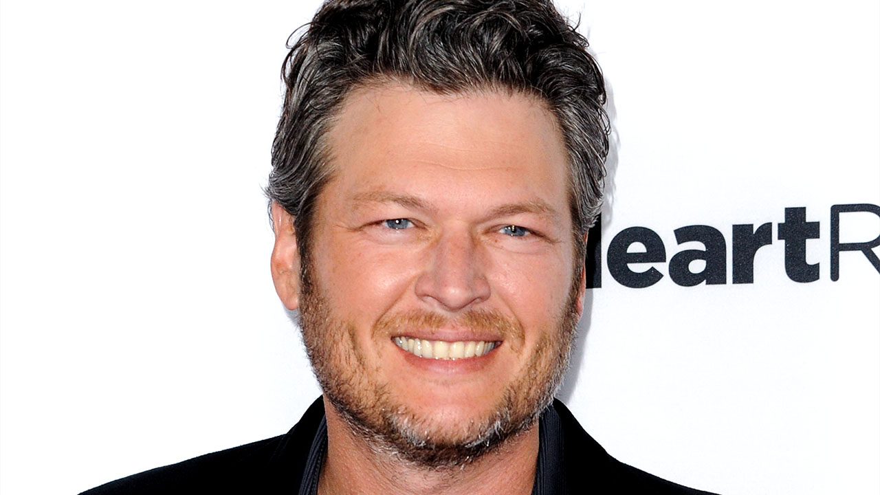 "Blake Shelton Fires Back in Tabloid Lawsuit: ""No Naked Women"""