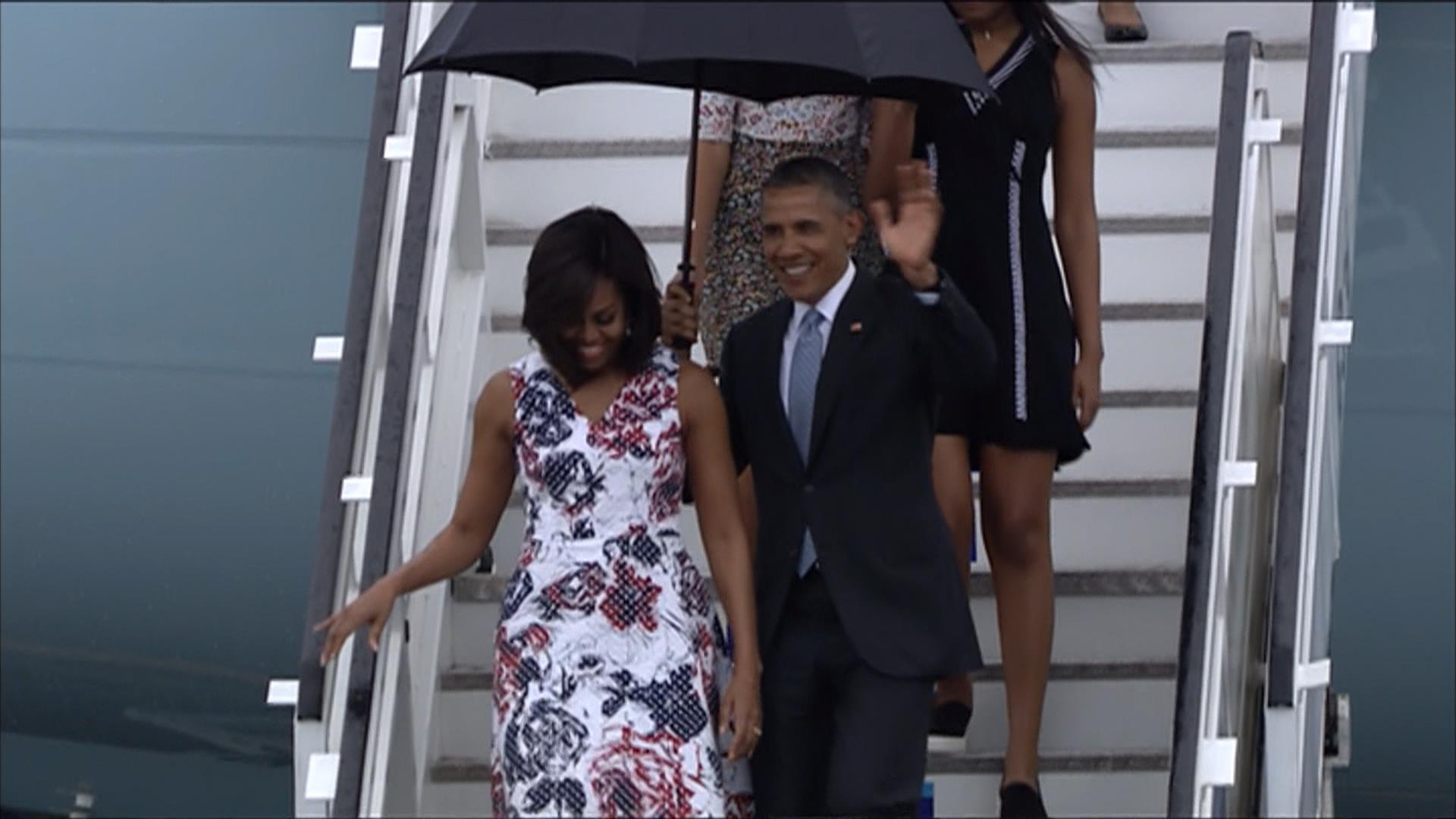 Obamas Arrive in Cuba