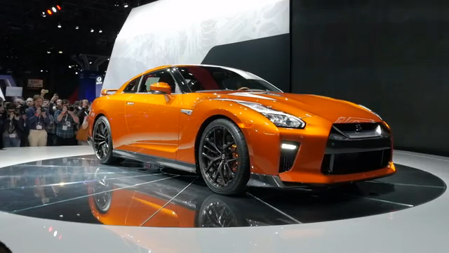 2017 Nissan GT-R | 2016 New York Auto Show | Beauty-Roll