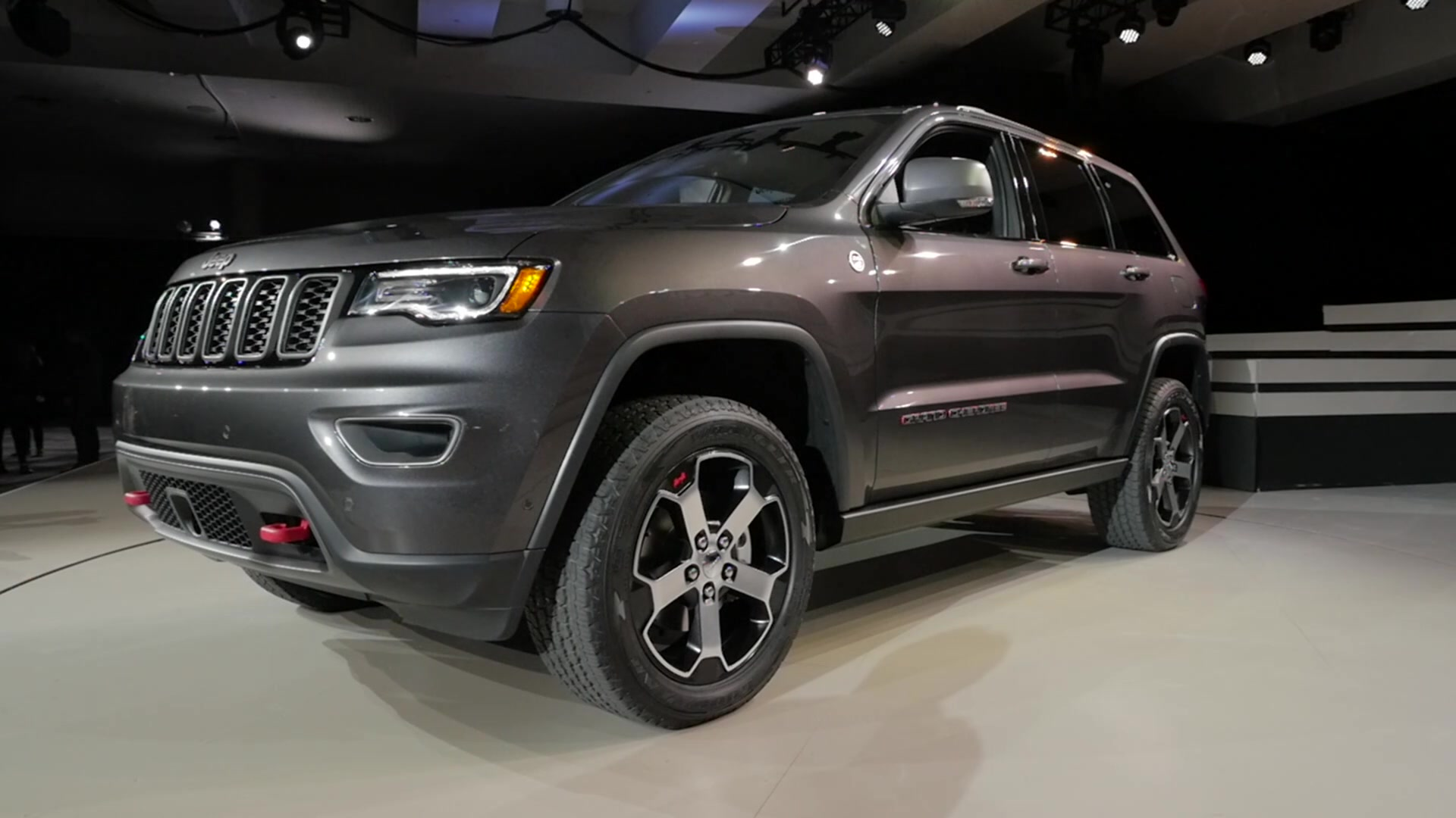 2017 jeep grand cherokee trailhawk quick spin autoblog. Black Bedroom Furniture Sets. Home Design Ideas