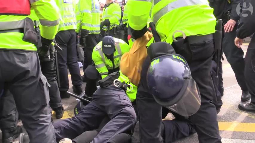 Far-right and anti-fascist groups hold protests in Dover