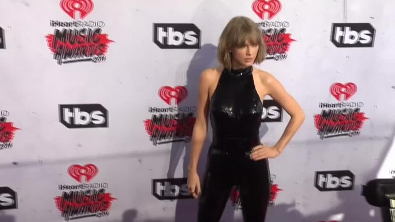 Taylor Swift and Stars Arrive at iHeartRadio Awards