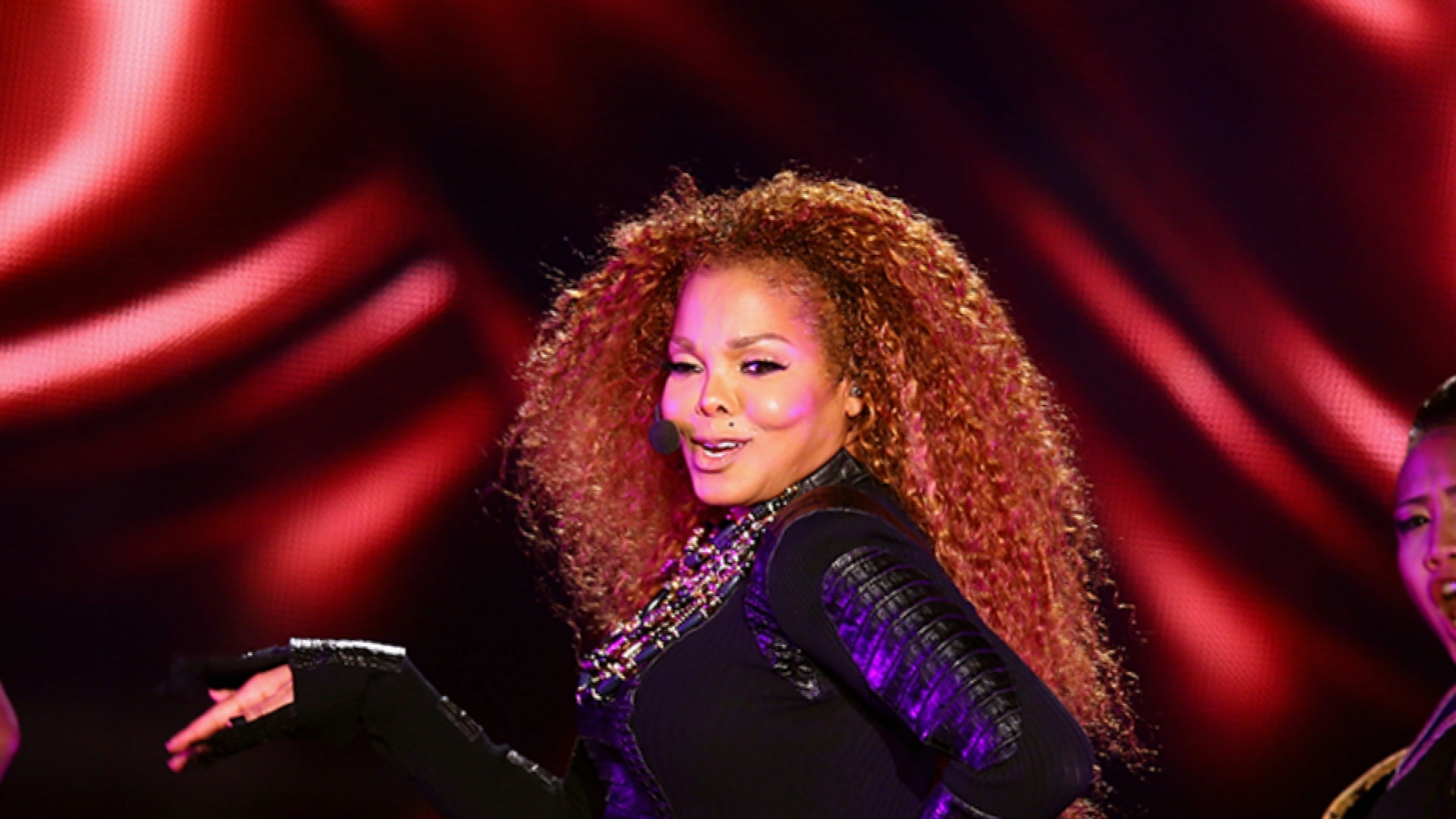Janet Jackson Delays Tour to Plan Family