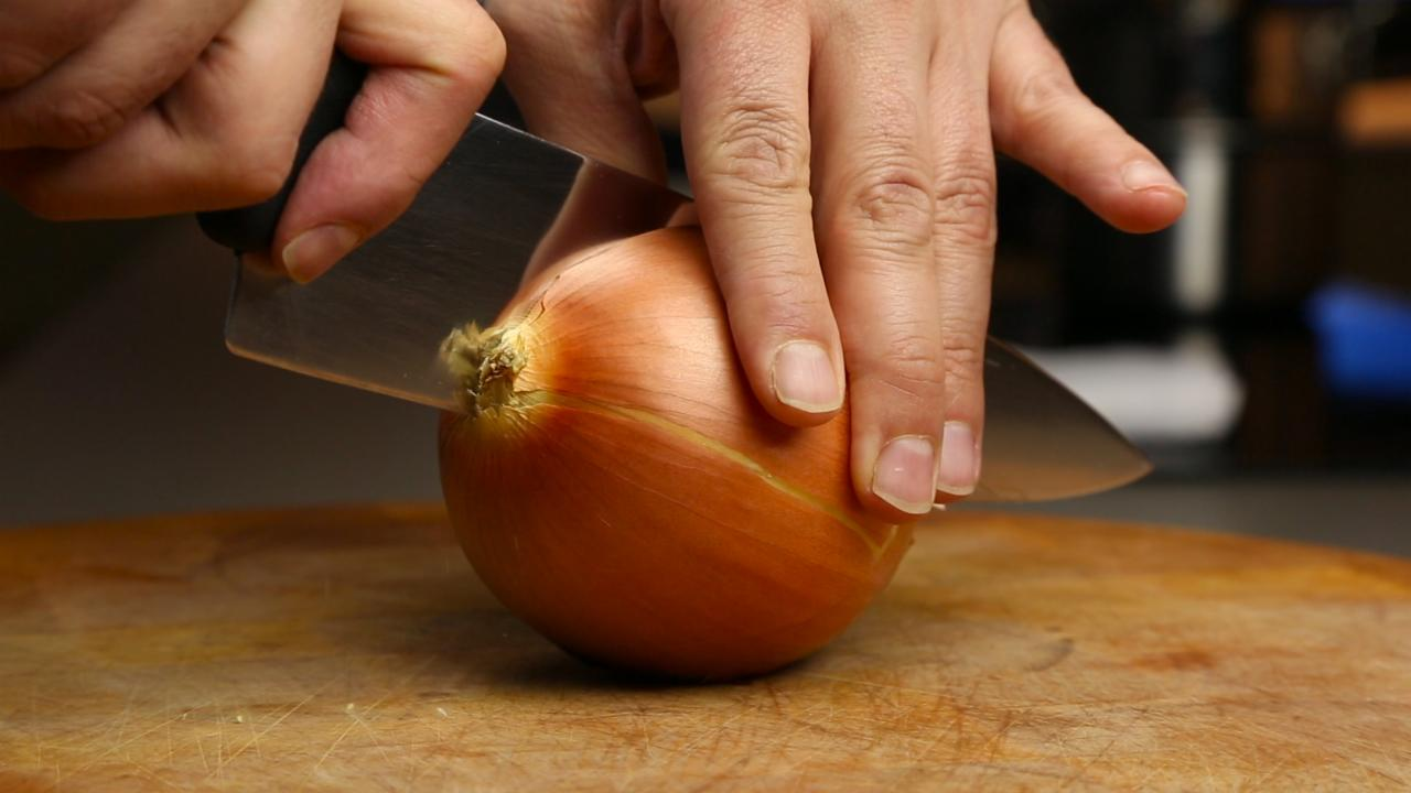 This is how you chop an onion | Food Hacks
