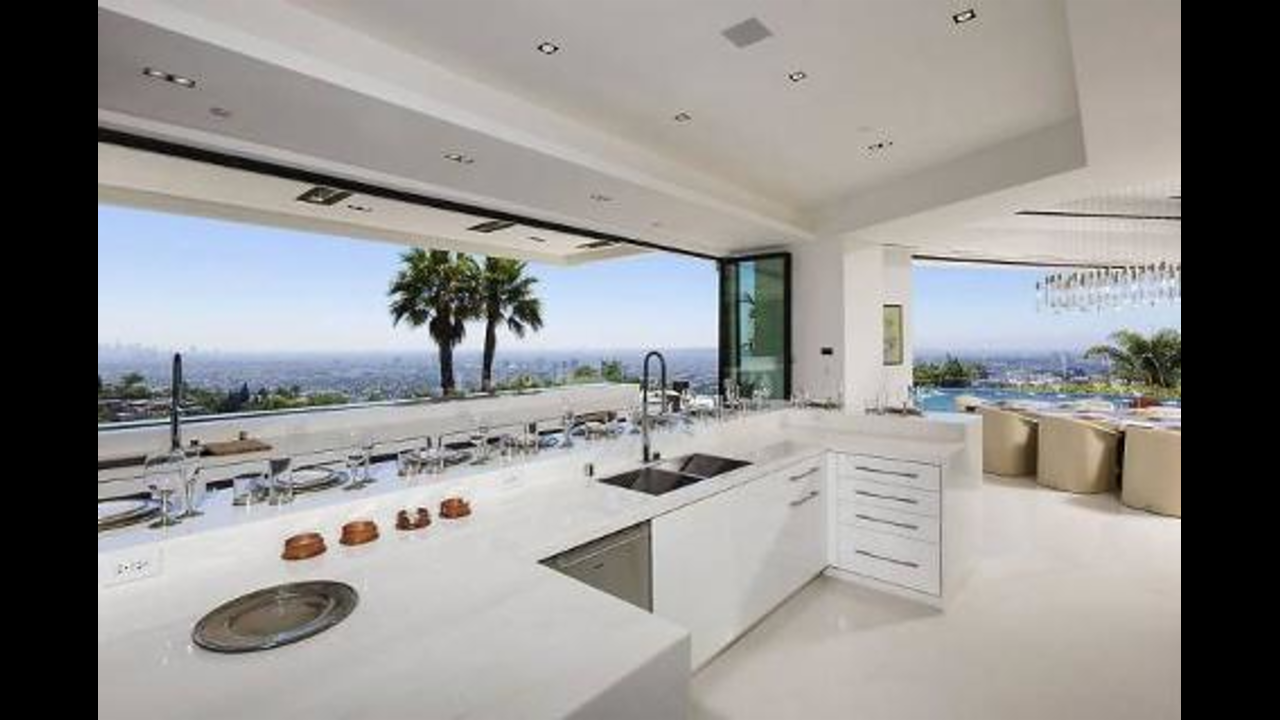 18 Celebrity Kitchens That Will Make You Jealous