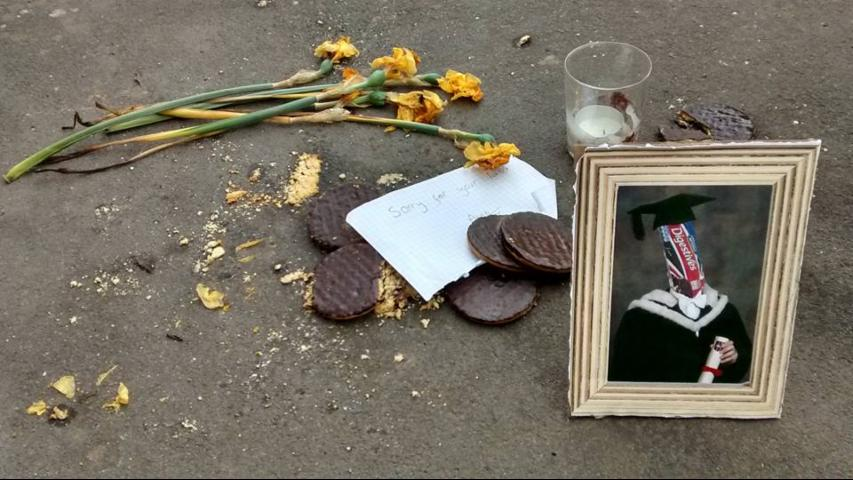 This Shrine for Cookies Tragically Dropped on a Street Is Pretty Sweet