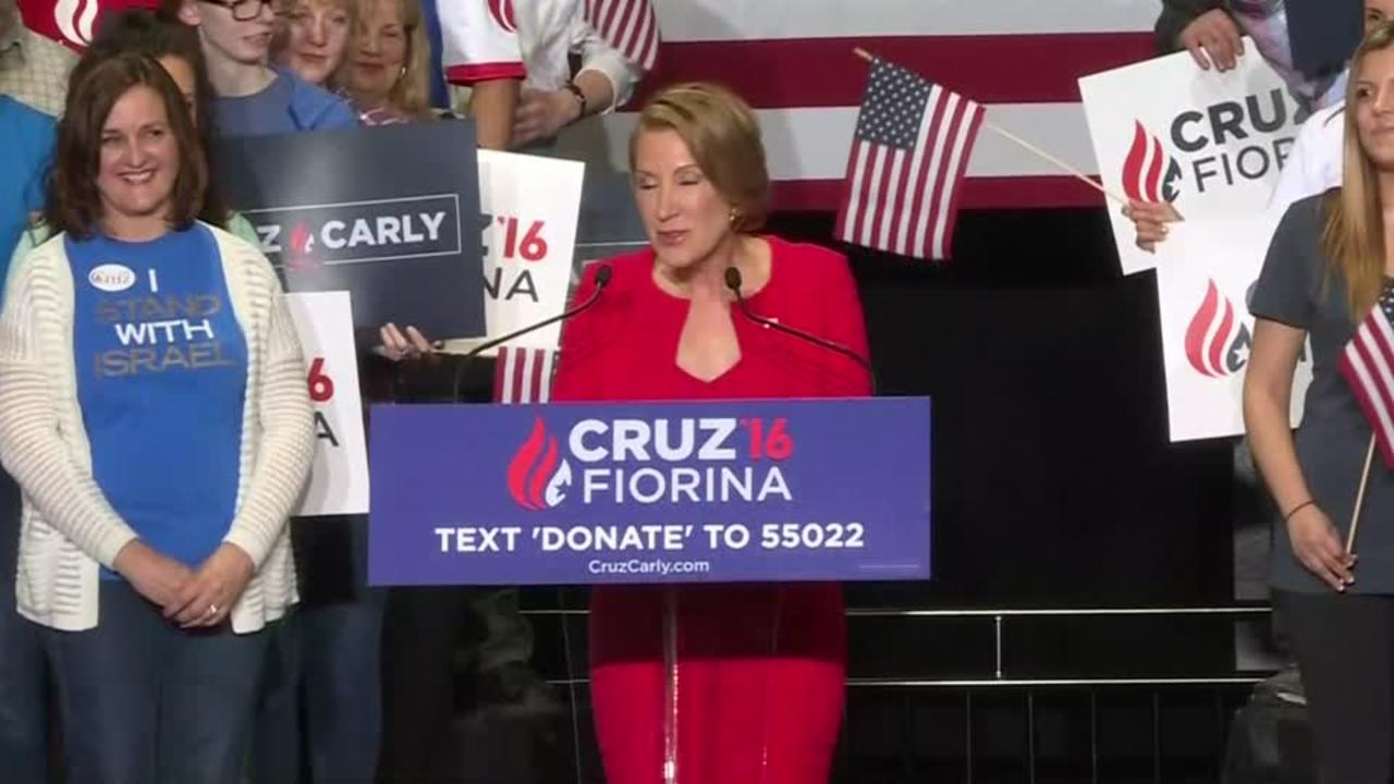 Carly Fiorina breaks into song