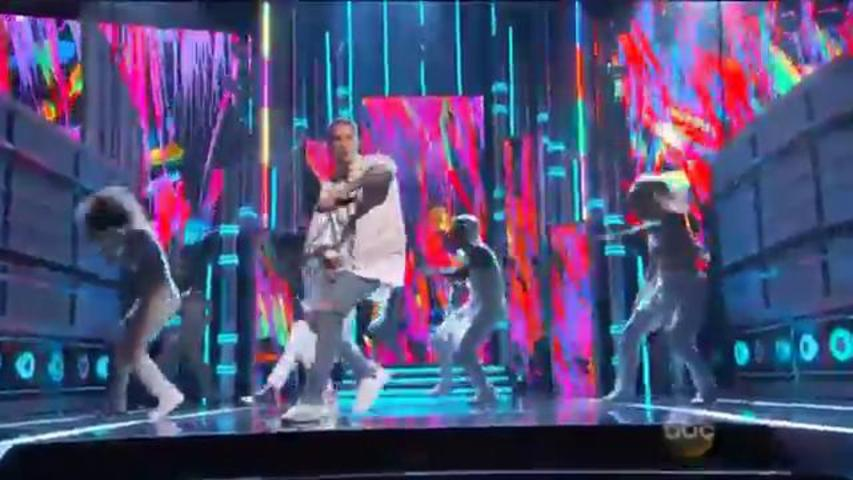 "Justin Bieber Performs ""Sorry"" at the Billboard Music Awards"