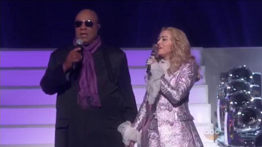 "Stevie Wonder and Madonna Perform ""Purple Rain"" for Prince Tribute at the BBMAs"