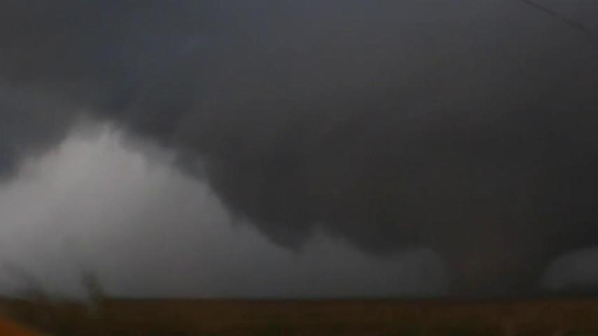 Large tornado in Kansas caught on camera