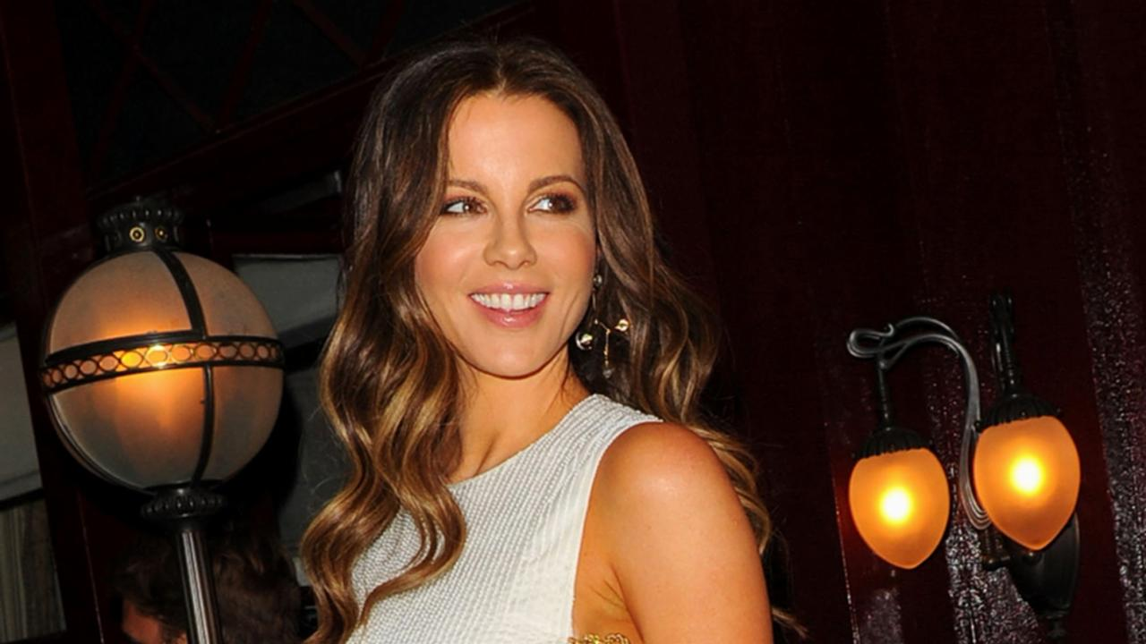 Kate Beckinsale Gives Serious Sideboob