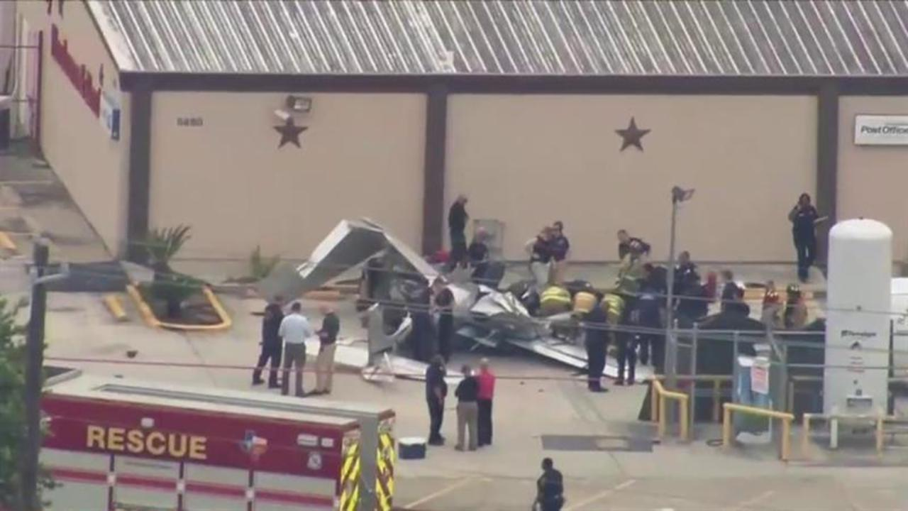 3 killed when small plane crashes in Houston