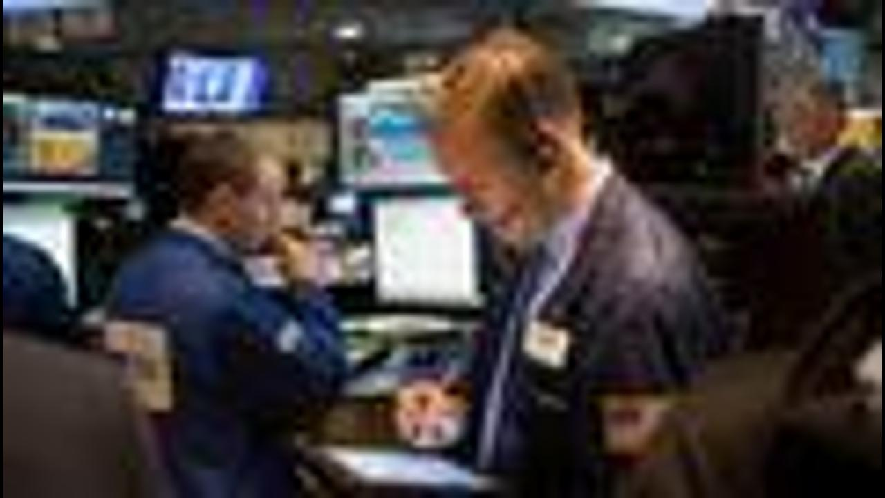 Closing Bell: JetBlue Cuts 2016 Growth Outlook; Stocks Fall