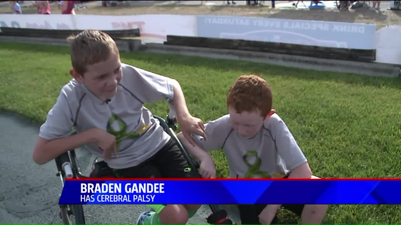 Teen Walks 111 Miles With Kid Brother Strapped To His Back