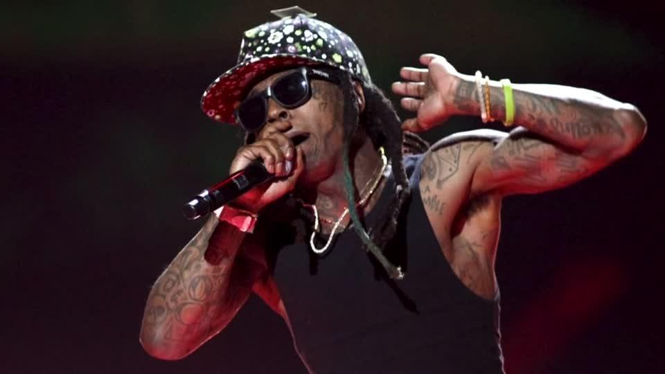 Rap star Lil Wayne suffers minor seizure