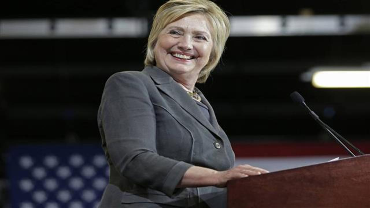 Clinton Wins Backing of Some GOP Business Leaders