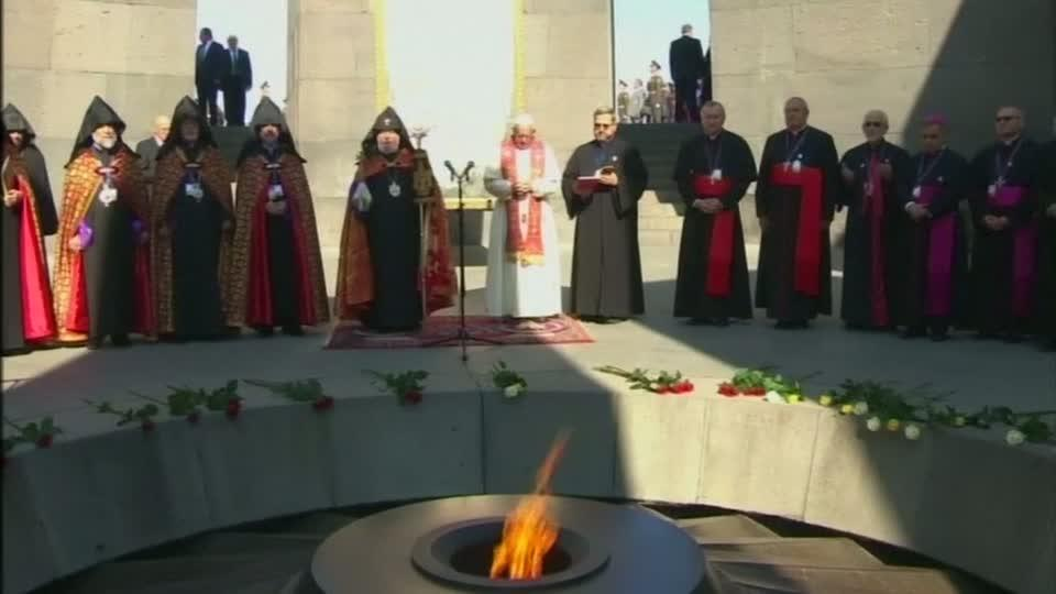Pope remembers 'genocide' victims
