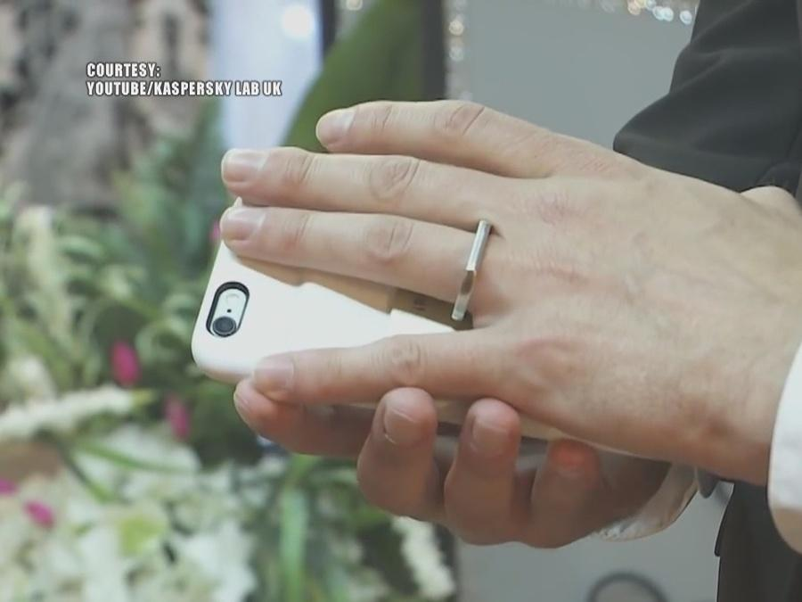 Man marries smartphone