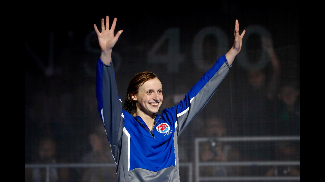Katie Ledecky wins 400 freestyle
