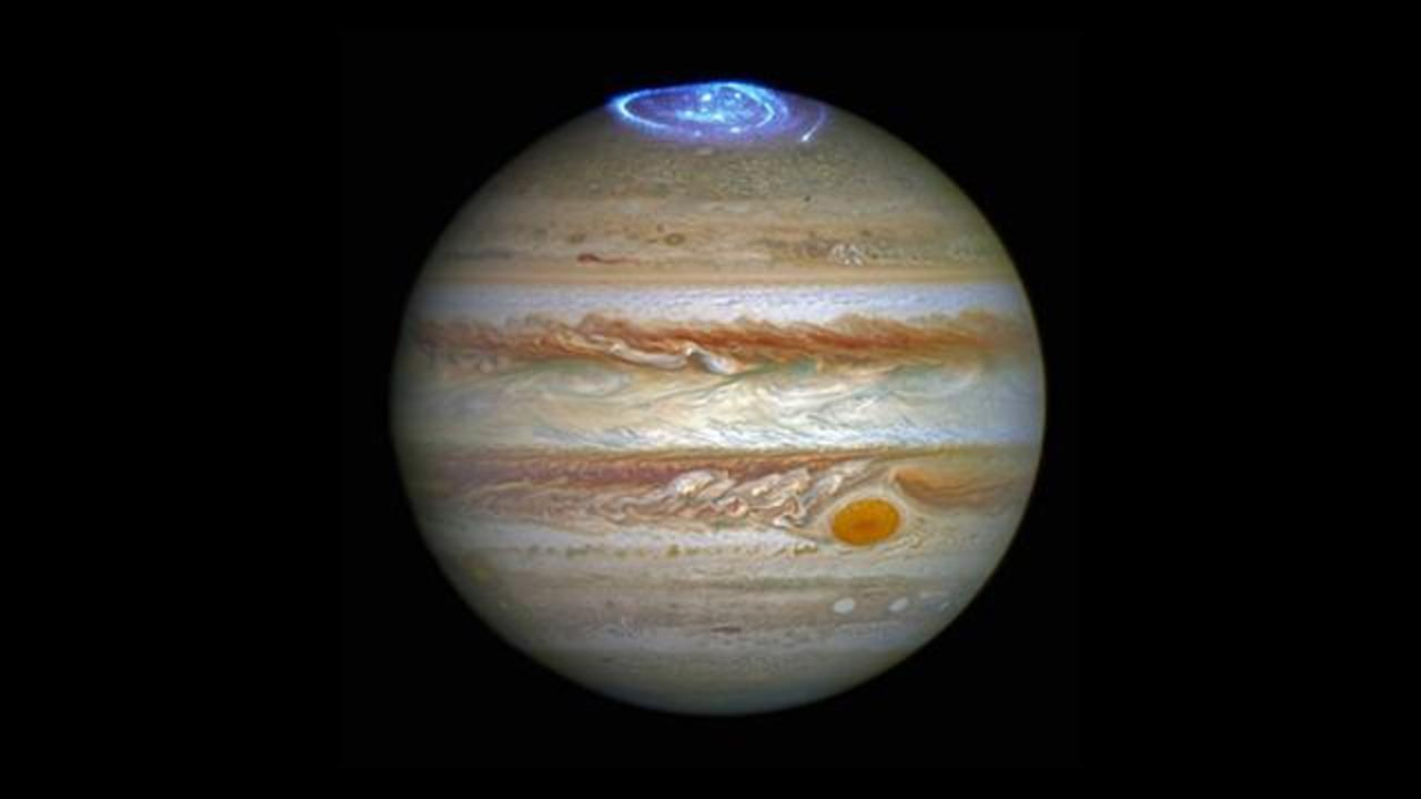 Hubble Telescope Captures Stunning Auroras on Jupiter
