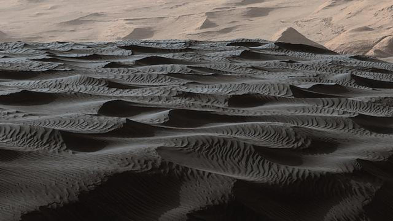 Curiosity Discovers a New Type of Sand Dune on Mars