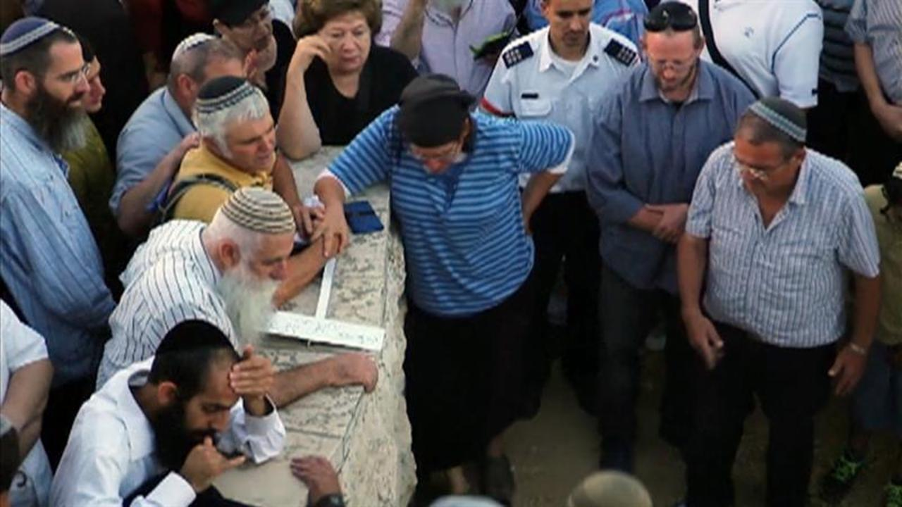 Mother Weeps at Funeral for American Teen Stabbed in West Bank