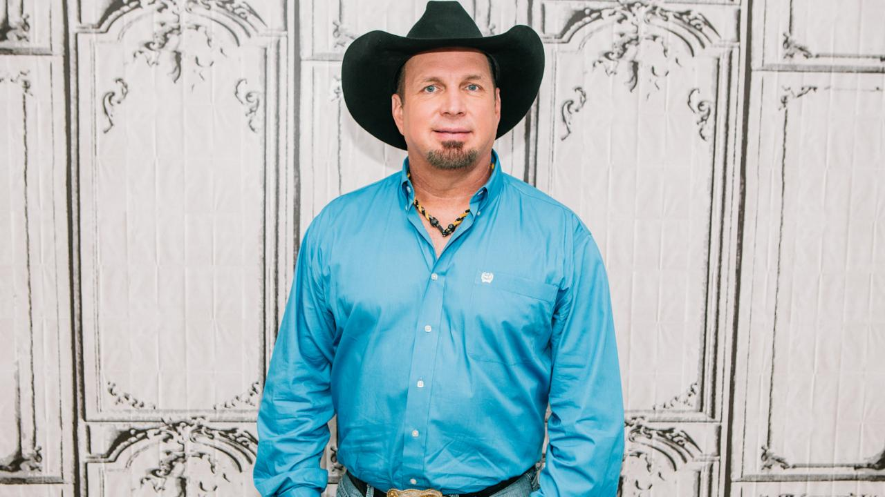 onlyonaol  why garth brooks always puts his daughters