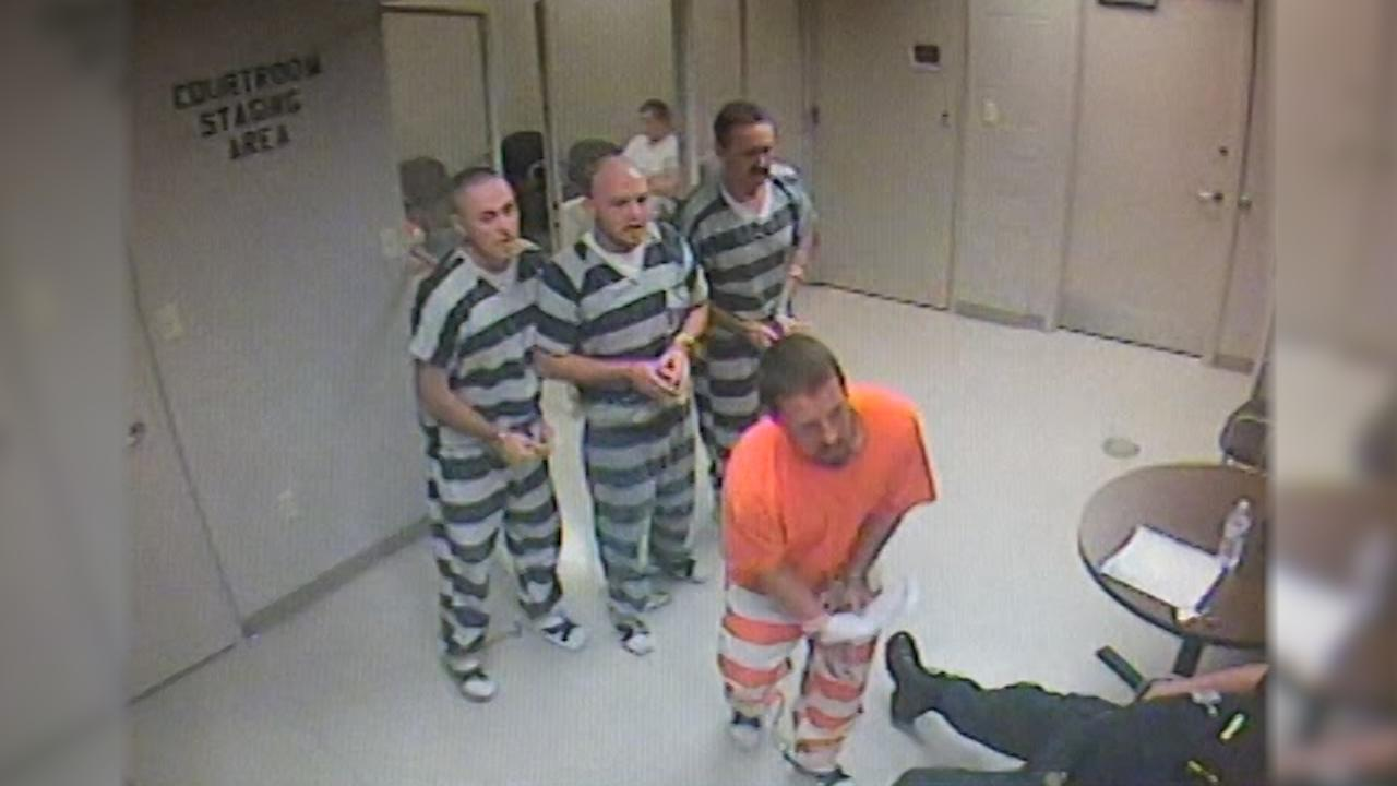 Texas Inmates Break Out of Cell to Save Guard Who Suffered Heart Attack