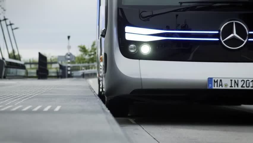 Mercedes autonomous bus drives 12 miles in Amsterdam - Autoblog