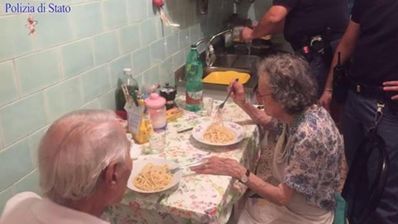 Police Officers In Rome Cook A Meal For Lonely Senior Couple In Heartwarming Act