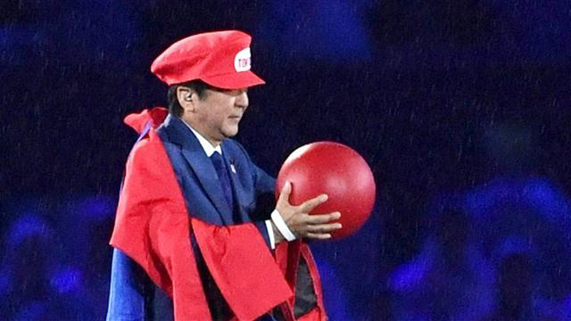 Abe Emerges as Super Mario at Rio Closing Ceremony