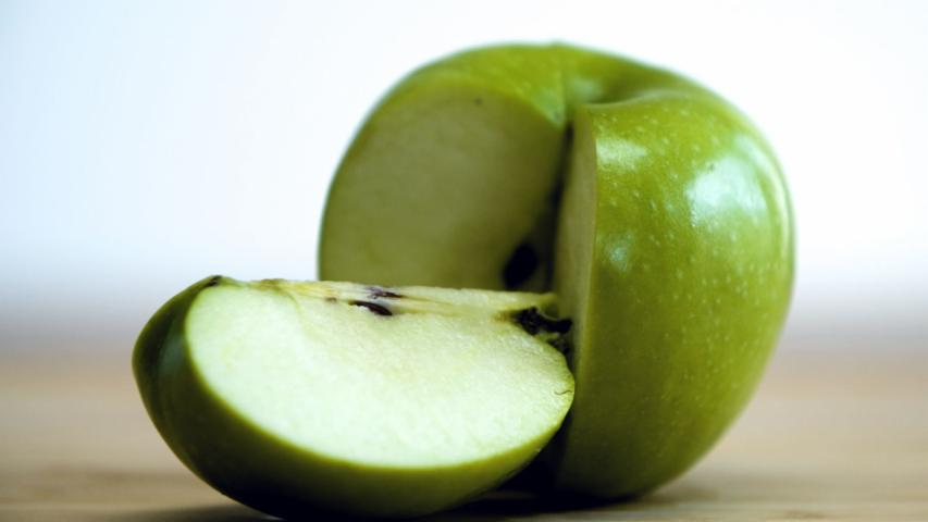 Food Myths: Are Apple Cores Poisonous?