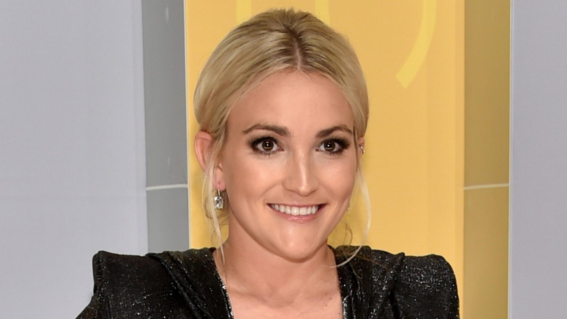 Jamie Lynn Spears' husband criticized for pic of 10-year-old Maddie holding a shotgun