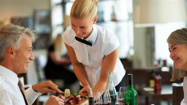Moneyologist: Is It Ever OK Not to Tip a Waiter?